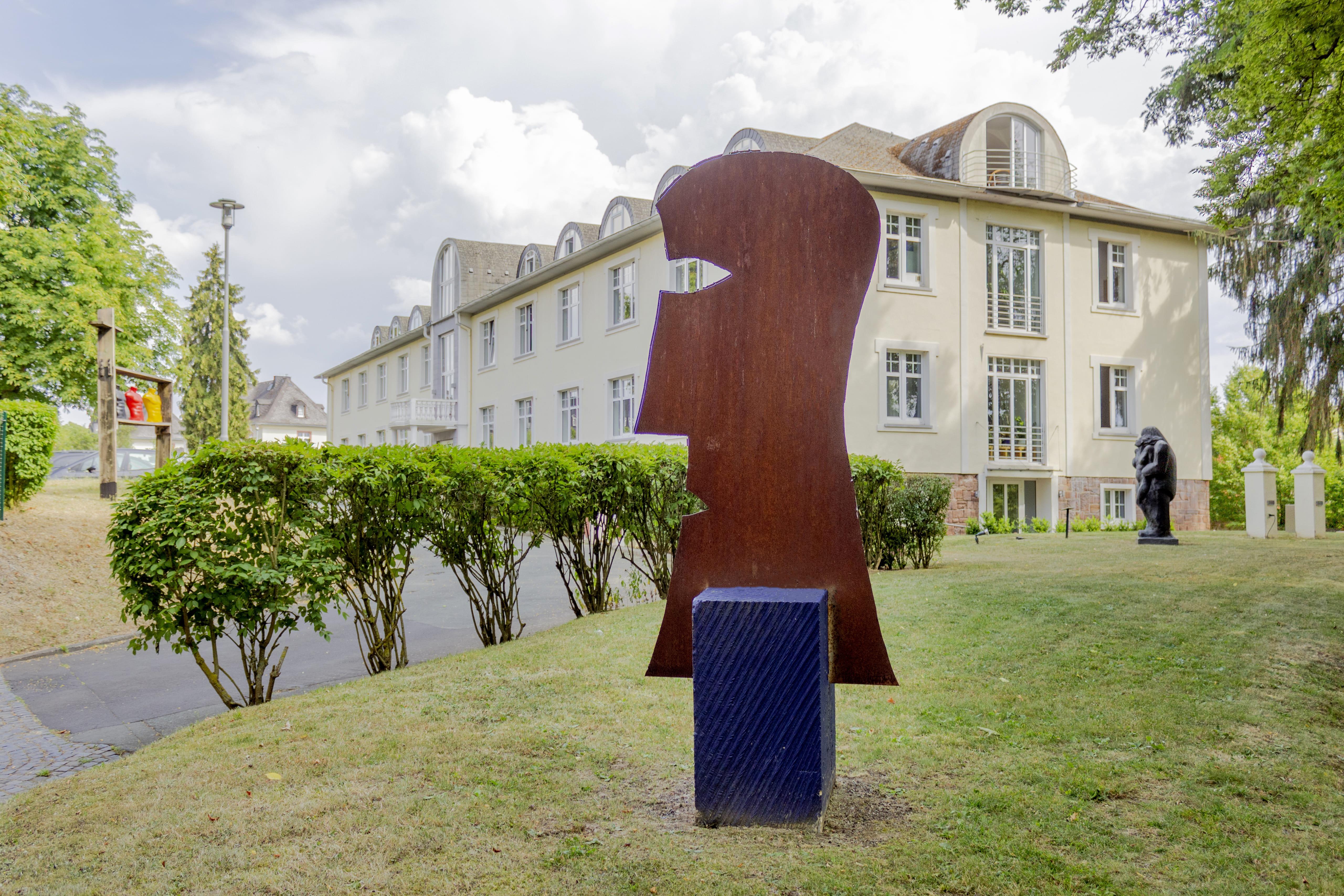Die Skulptur des Geschichtenerzählers im ZHTK Skulpturengarten