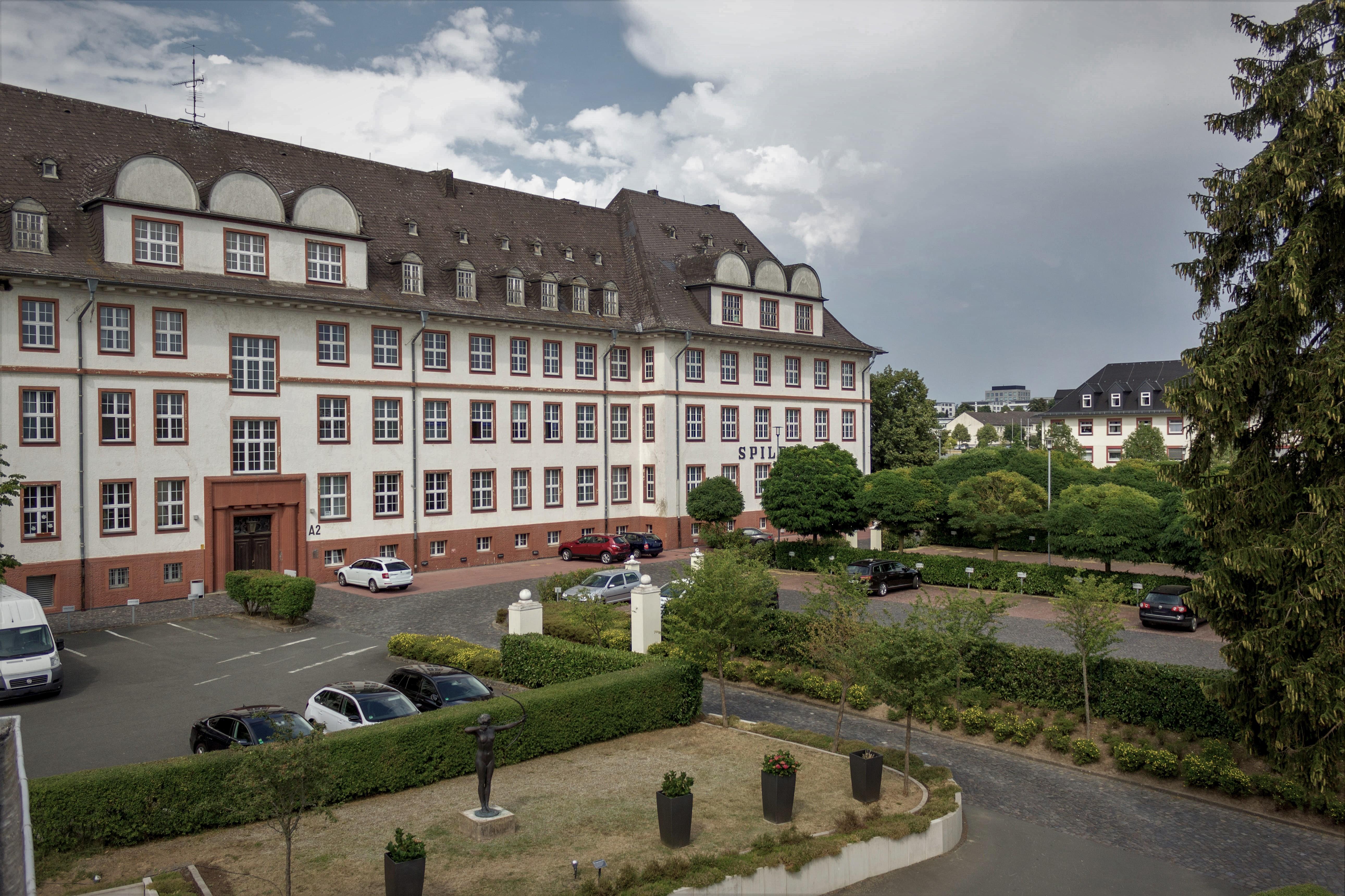 Hauptgebäude Einfahrt des ZHTK in den Gewerbepark Spilburg