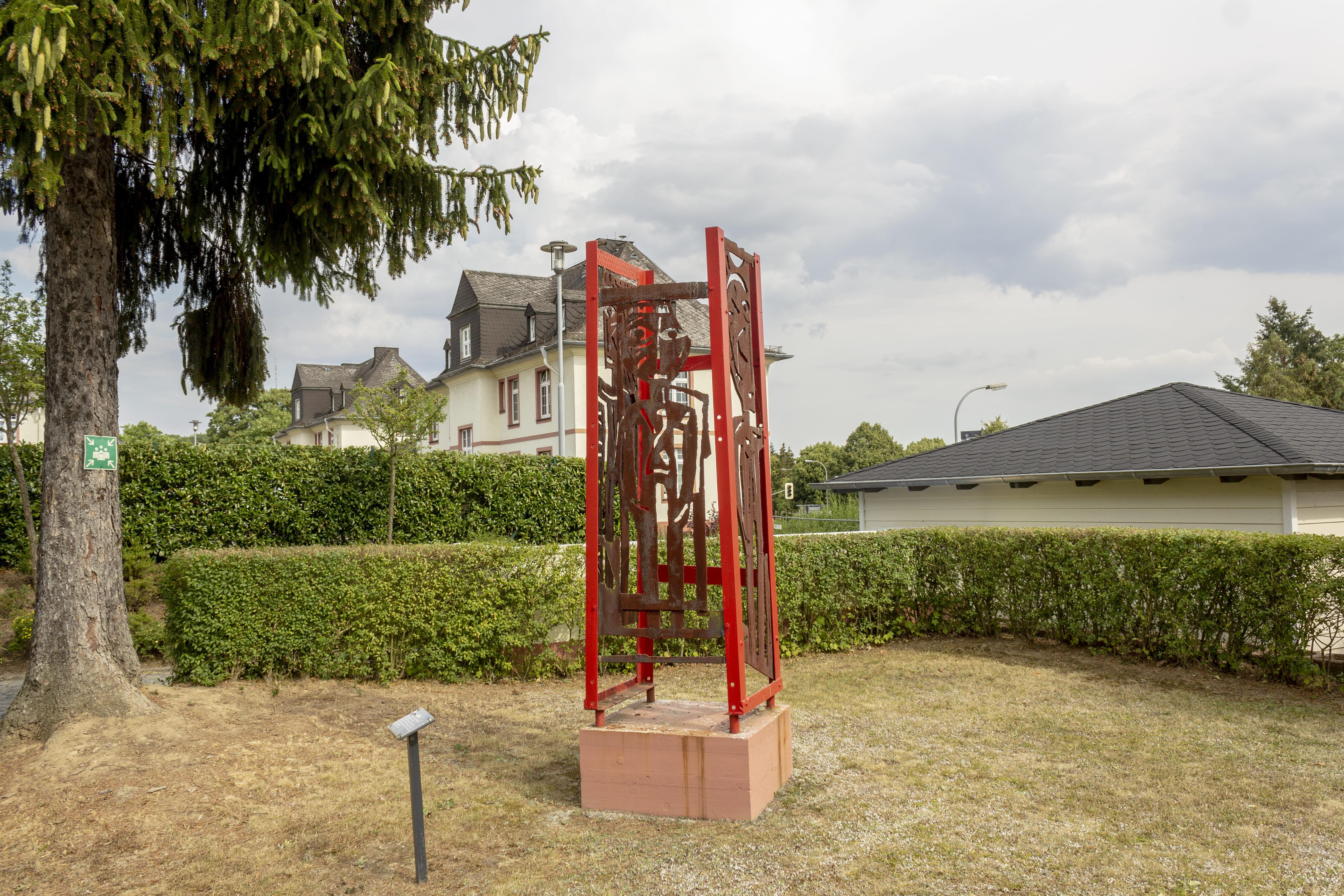 ZHTK Silhuetten im Skulpturengarten des ZHTK