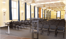 Große Bestuhlung im Konferenzsaal des ZHTK Wetzlar